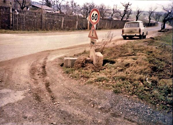 So fand Günter Pfarr am 4. Februar 1987 den überfahrenen Wegestein
