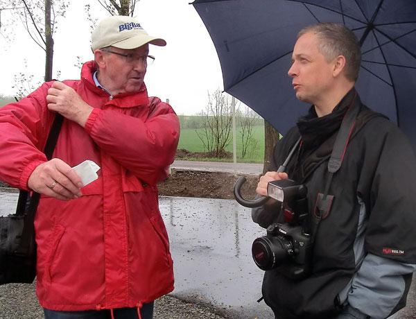 Frühjahrswanderung mit dem Ortschronisten zum Steinbruch im April 2013: Ralf Saupe bei Wind und Wetter immer mit dabei.