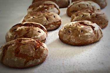 Frisches Brot aus dem historischen Backofen